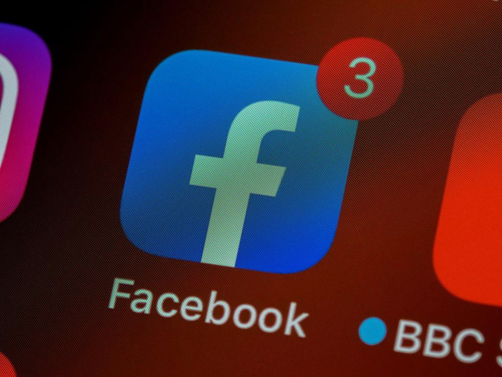Facebook wiadomości